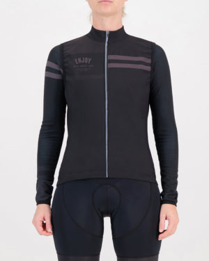 Front of the ladies winter cycling gilet in the black Semester design made by Enjoy.cc