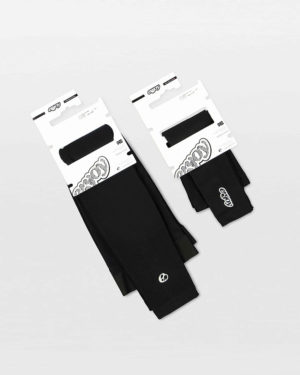 Flat view of the mens winter armwarmer and legwarmer bundle made by Enjoy.cc
